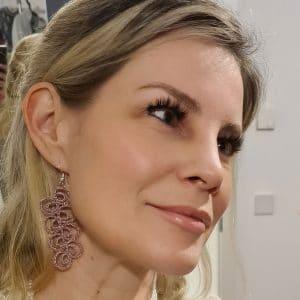 Ohrringe Curves in rosemetallic an Kerstin Reitterer im Detail