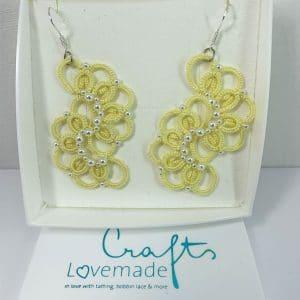 Ohrringe Bella in gelb mit weißen Perlen